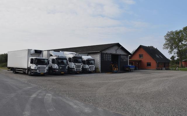 Paller afsættes fra lastbil i forbindelse med fragt og kurerkørsel på Sjælland og Lolland Falster.